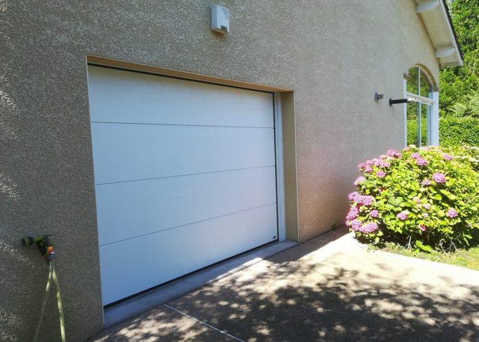 Porte-de-garage-sectionnelle-Nivolas